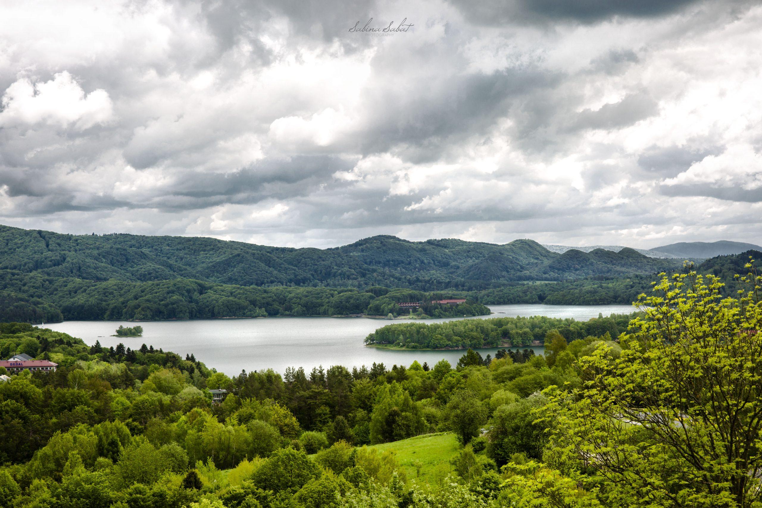 widok na Polańczyk i jezioro solińskie